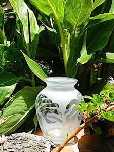 Amy-Sommerville-leaf-Vase-Profile
